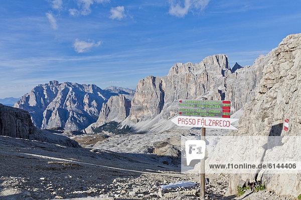 Wegweiser  Falzarego-Pass  Lagazuoi  Dolomiten  Italien  Europa