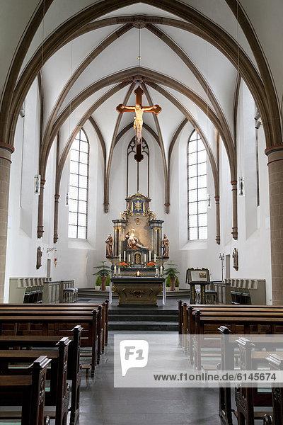 Innenraum und Altarraum der Marienkirche  Franziskanerkloster  Wiedenbrück  Rheda-Wiedenbrück  Münsterland  Nordrhein-Westfalen  Deutschland  Europa