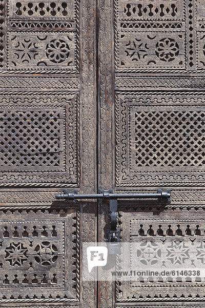 Latch on a closed wooden gate  Ouarzazate  Souss-Massa-Dra'  Morocco  Maghreb  North Africa  Africa