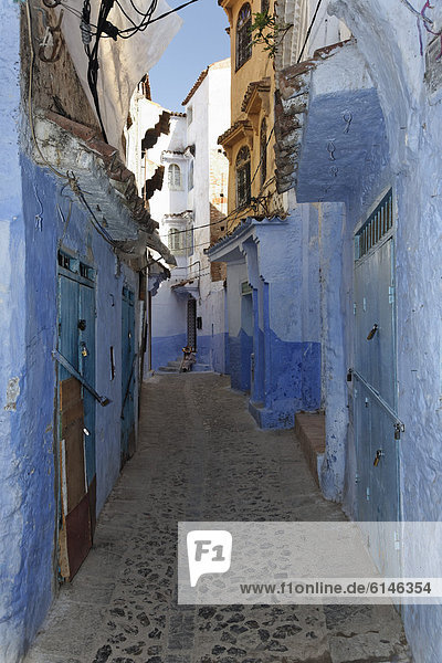 Narrow alleyway with blue-washed houses in the old town of Chefchaouen  Chaouen  Tangier-TÈtouan  Morocco  Maghreb  North Africa  Africa