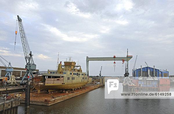 Schiffsrumpf  Schiffswerft  Neuenfelde  Hamburg  Deutschland  Europa  ÖffentlicherGrund
