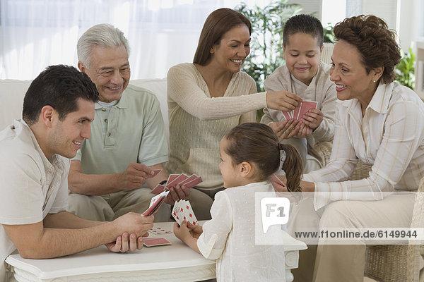 Hispanier  Karte  Mehrgenerationen Familie  spielen