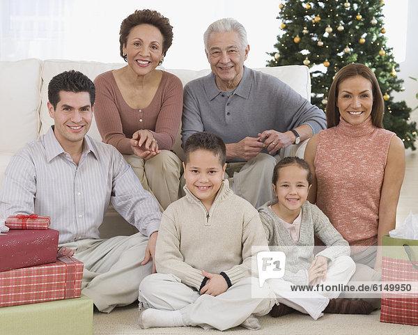 Hispanier  Weihnachten  Mehrgenerationen Familie