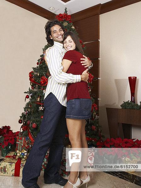 umarmen  Baum  Hispanier  Weihnachten