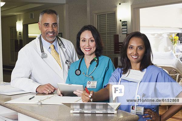 arbeiten Arzt Krankenhaus Pflegepersonal Pfleger