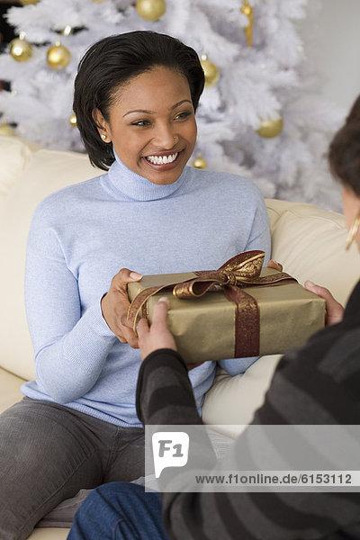 Geschenk  Frau  empfangen  Mutter - Mensch