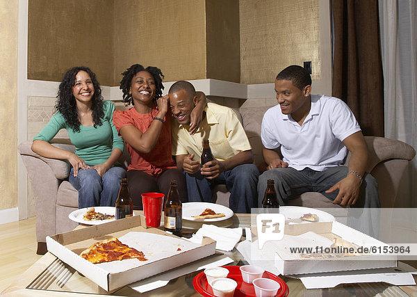Freundschaft Party Pizza multikulturell