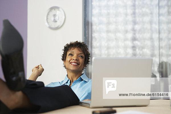 hoch  oben  Geschäftsfrau  Schreibtisch