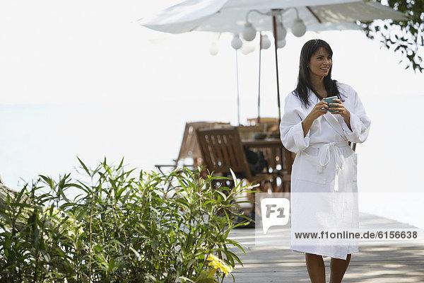 Frau  Bademantel  Spa  Südamerika