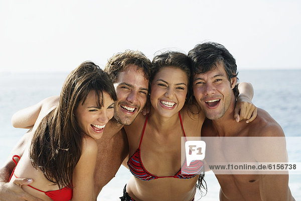 Freundschaft umarmen Strand Südamerika