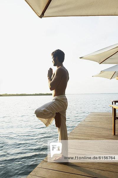 Mann  üben  Yoga  Südamerika