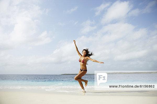 Frau  Strand  rennen  Südamerika