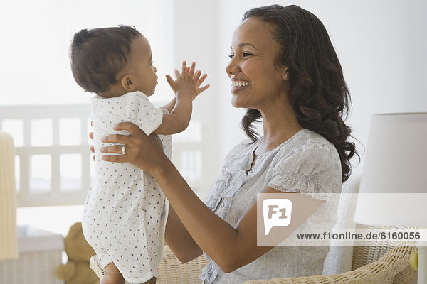 lächeln  amerikanisch  Mutter - Mensch  Baby