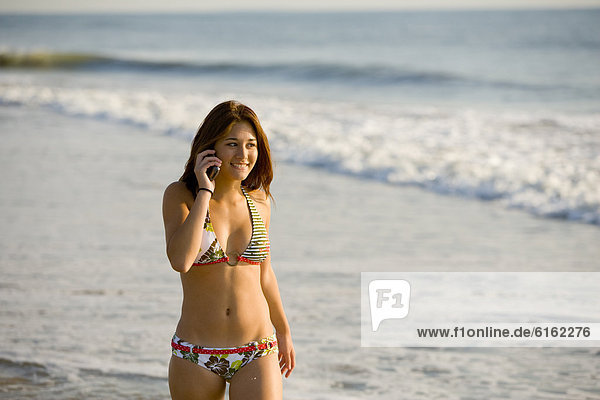 Handy  sprechen  Bikini  Mädchen