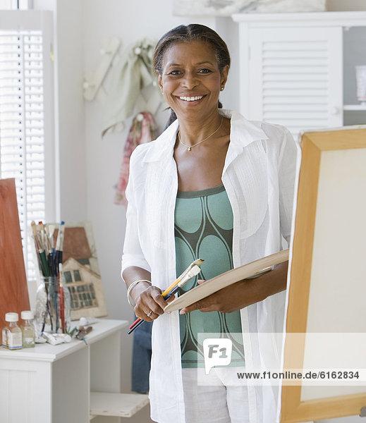 Senior  Senioren  Frau  streichen  streicht  streichend  anstreichen  anstreichend  amerikanisch