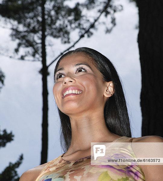 niedrig  Frau  Hispanier  Ansicht  Flachwinkelansicht  Winkel