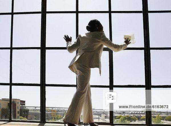 Geschäftsfrau  Fenster  hinaussehen