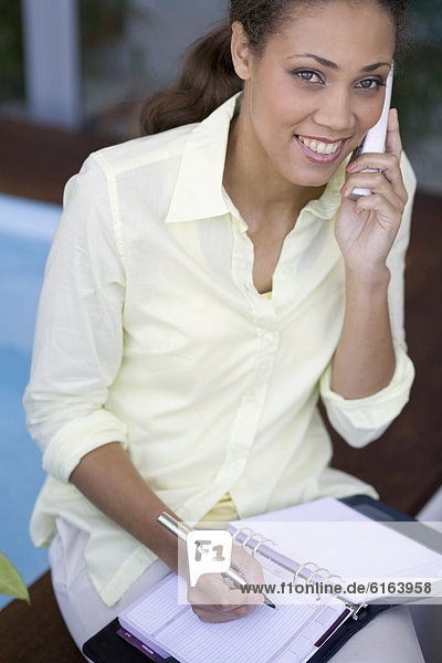 Frau  sprechen  Telefon  amerikanisch