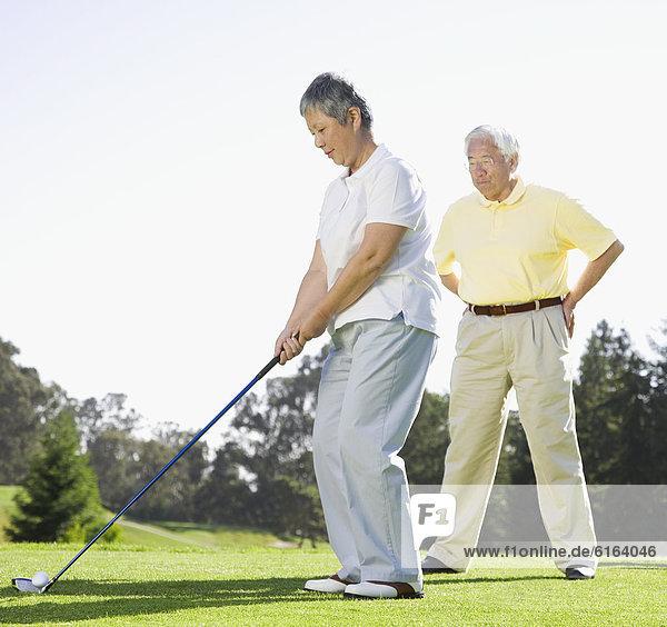Senior  Senioren  Frau  Golfsport  Golf  spielen