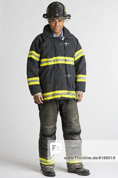Portrait  Hispanier  Feuerwehrmann