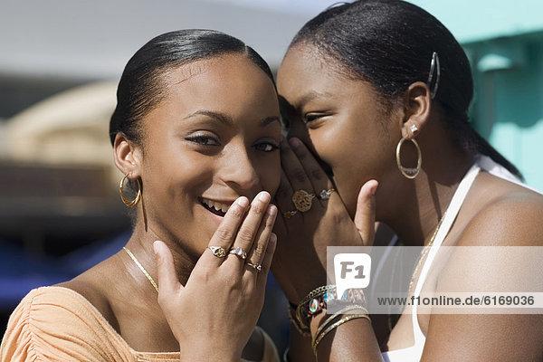 erzählen  Mädchen  Jugendlicher  Geheimnis