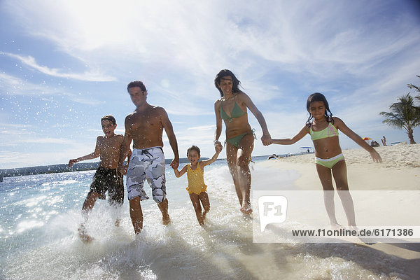 Hispanier  rennen  Ozean  Brandung
