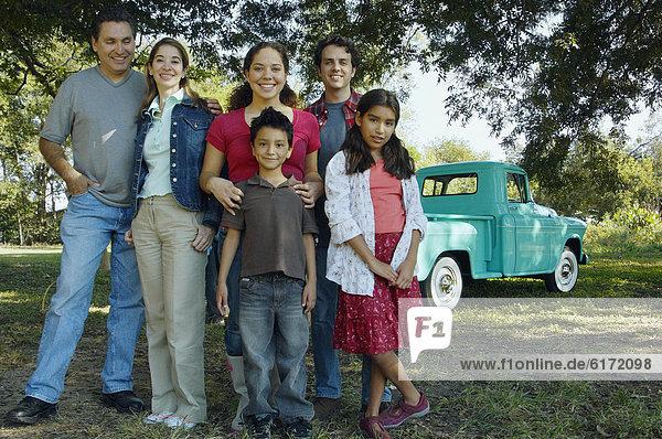 frontal  Lastkraftwagen  multikulturell