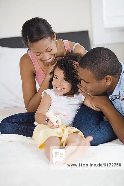 lächeln  Menschliche Eltern  Tochter