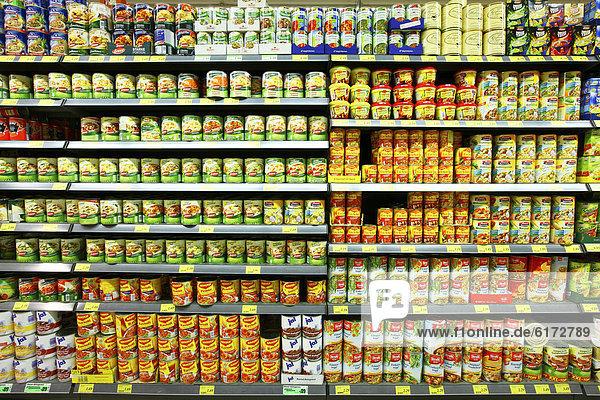 deutschland europa fertiggerichten lebensmittelabteilung selbstbedienung supermarkt regal. Black Bedroom Furniture Sets. Home Design Ideas