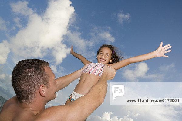 Menschlicher Vater  halten  Himmel  Tochter Menschlicher Vater ,halten ,Himmel ,Tochter