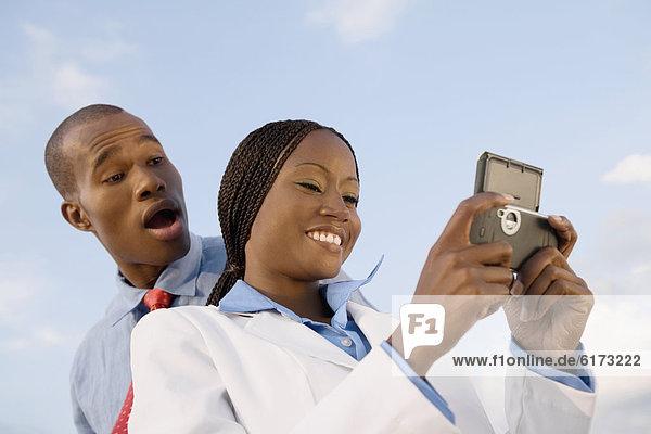 Handy  Wirtschaftsperson  sehen Handy ,Wirtschaftsperson ,sehen