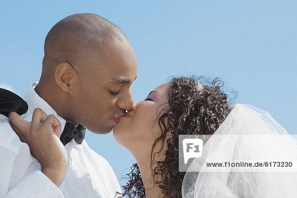 Braut Bräutigam küssen multikulturell Braut,Bräutigam,küssen,multikulturell