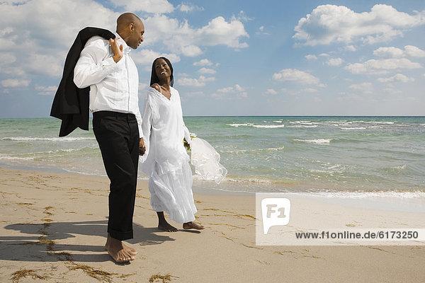Braut  Bräutigam  Strand  halten Braut ,Bräutigam ,Strand ,halten