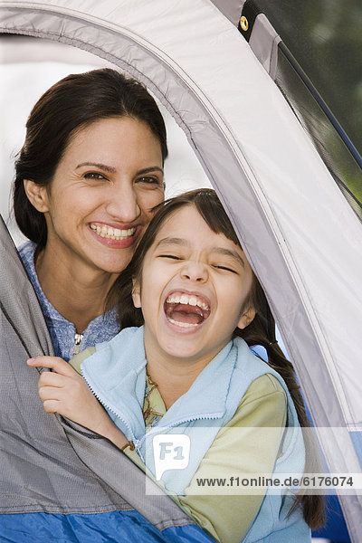 lachen  Hispanier  Zelt  Tochter  Mutter - Mensch