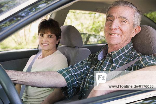 sitzend  Senior  Senioren  Auto  Hispanier