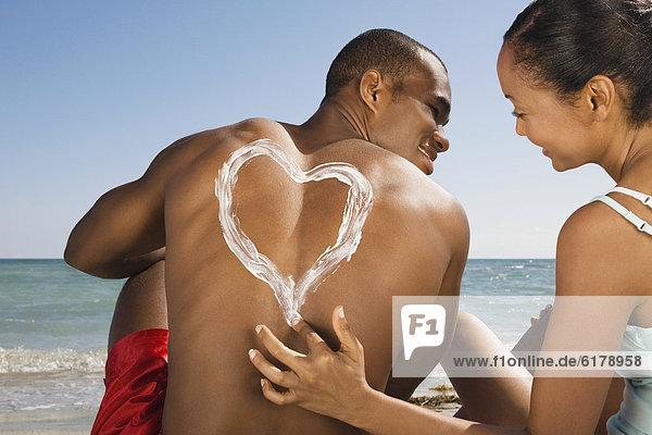 Frau  Hispanier  Zeichnung  Sonnencreme  herzförmig  Herz Frau ,Hispanier ,Zeichnung ,Sonnencreme ,herzförmig, Herz