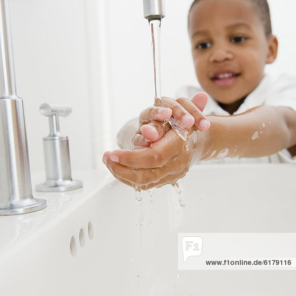 Junge - Person  waschen  amerikanisch