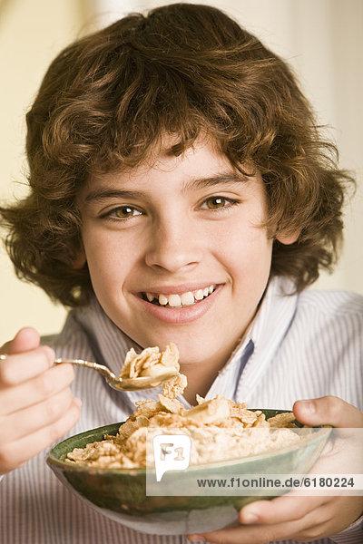 Getreide  Junge - Person  Hispanier  essen  essend  isst