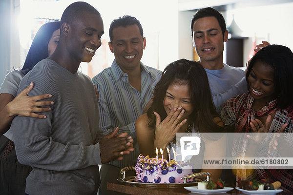Frau Freundschaft Fest festlich Geburtstag multikulturell