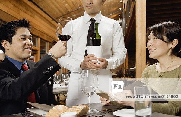 Mann  Wein  Prüfung  Restaurant