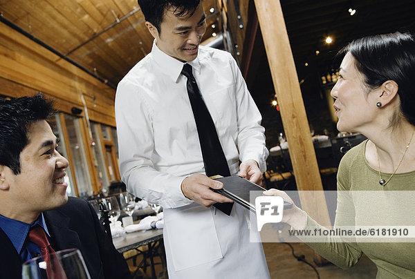 Restaurant bezahlen zahlen Rechnung