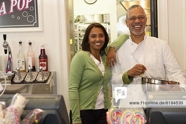 stehend  klein  Inhaber  Laden  Bäckerei  Business