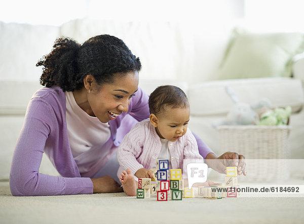 Frau mischen Baby Mixed spielen