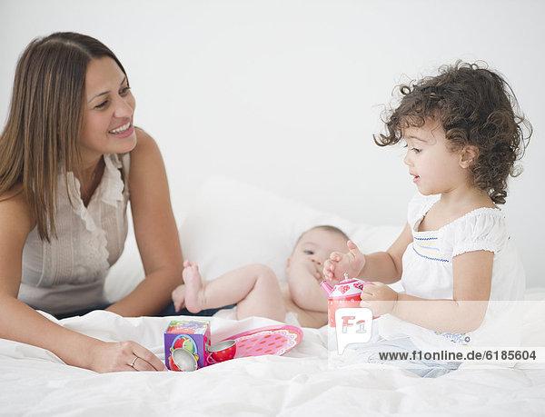 Party  Bett  Tochter  Mutter - Mensch  Tee