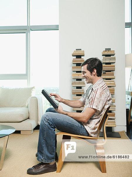 sitzend , benutzen , Europäer , Mann , Stuhl , Tablet PC