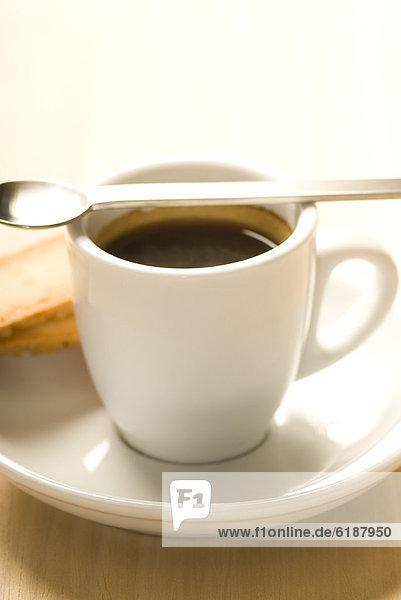 Tasse Espresso mit Löffel