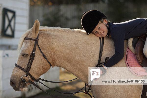Europäer  reiten - Pferd  Mädchen