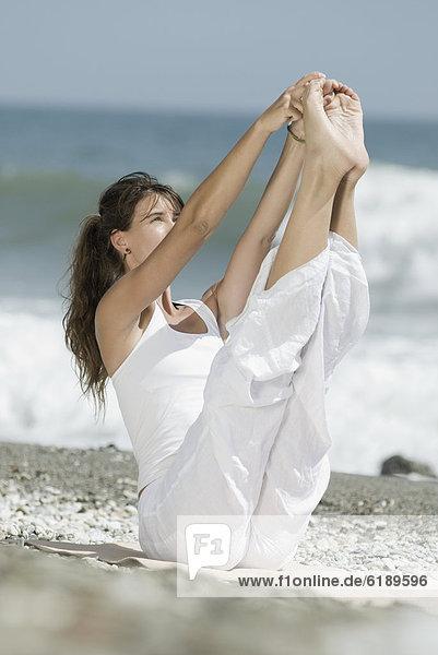 Frau  Strand  Hispanier  Yoga