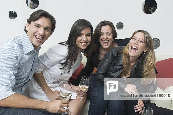 Freundschaft  Hispanier  Nachtklub  trinken
