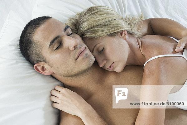 Hispanier  Bett  schlafen